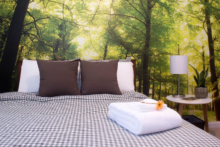 Forest Room   Cozy + Private   Near Downtown