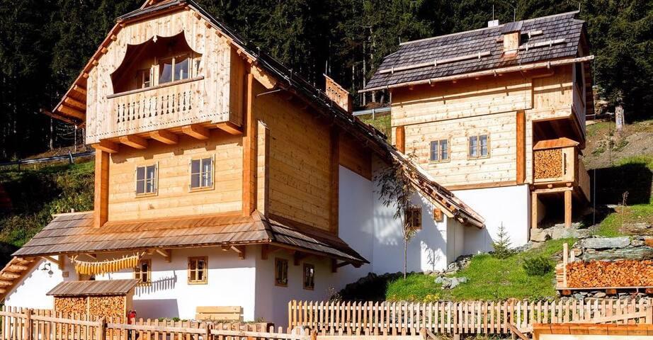 Deluxe Mountain hut