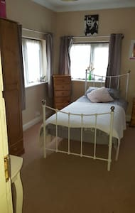 A lovely single bedroom - Worcester - บ้าน