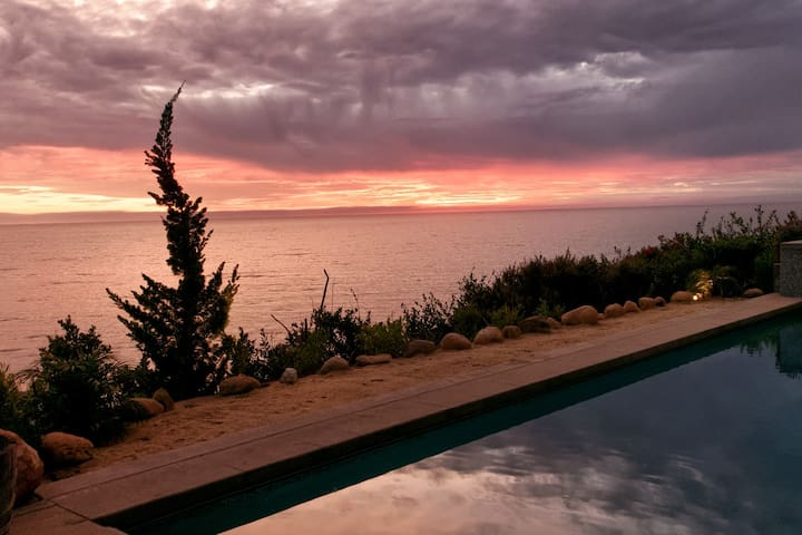 Oceanfront Luxury Studio - Beach Access, Pool, Spa - Santa Barbara