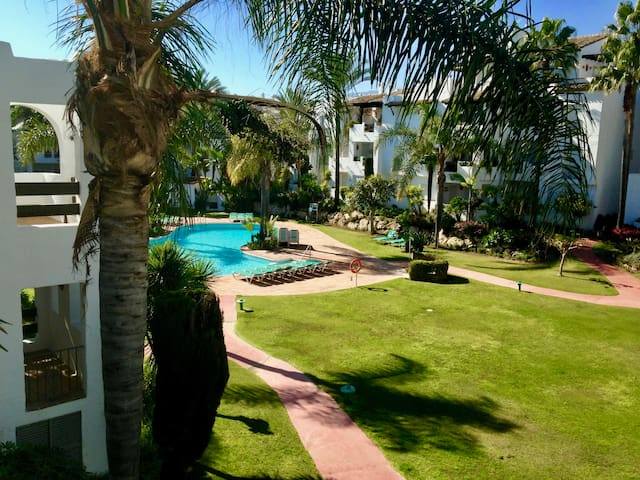 Charming apartment on beachfront urbanization - Estepona