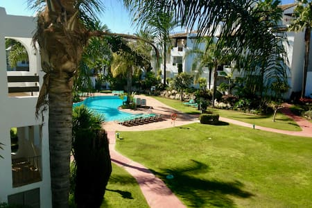 Charming apartment on beachfront urbanization - Estepona - Lägenhet