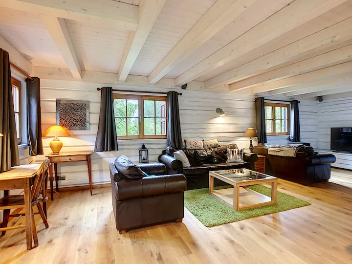 Stunning 3 bed chalet, sleeps 7 near Mont Blanc