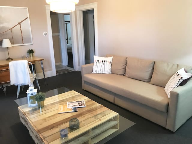 MODERN & COMFY 2BDR CONDO, CLOSE TO MIDTOWN/DWTN