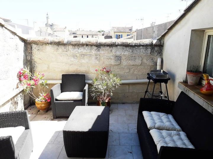 Bel appartement sur 2 étages intra muros, terrasse