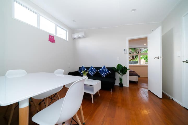 Takapuna Central Spacious & New 1 Bedroom Unit