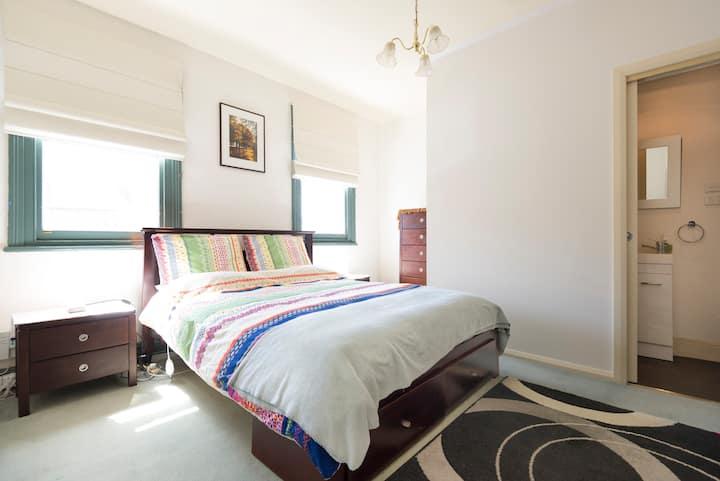 Brisbane House - Private room & bathroom