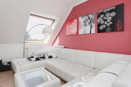 Tolle Dachgeschosswohnung - Dresden - Apartamento