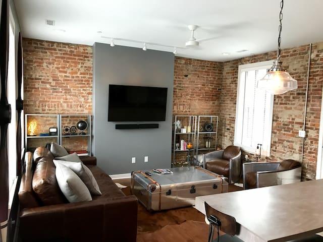 1 BD/BA Penthouse 1 Block from Washington Park - Cincinnati - Condominium
