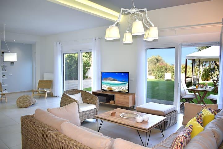 Modi Elegant Home-just 5 min from the Sandy Beach!