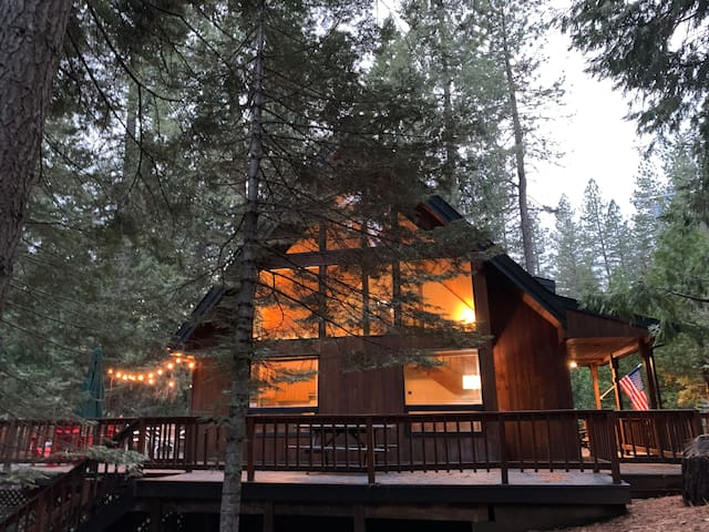 ArHaus Cabin -- clean and cozy chalet!!