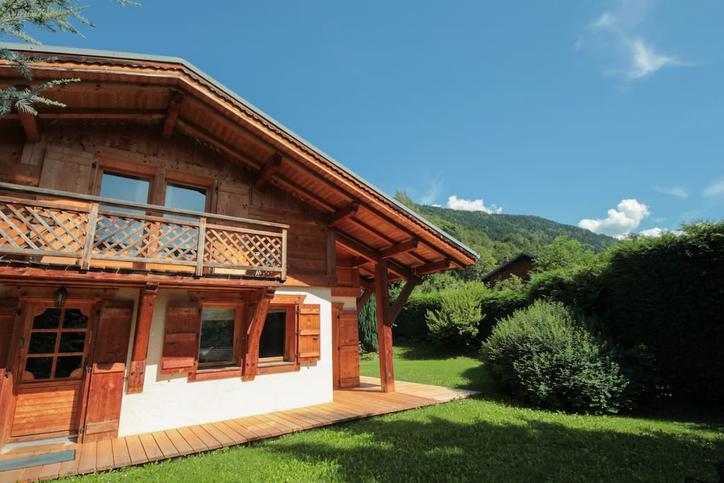 Chalet Fleurs des Roches | Mont Blanc Retreats | Spacious, modern  ski chalet with a sunny garden in St Gervais Les Bain in the French Alps