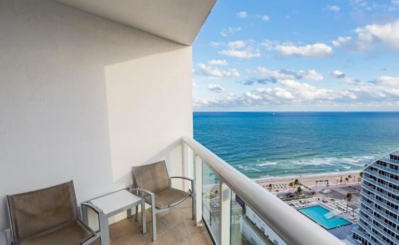 Oceanview Condo in a 4 star hotel on 24th floor!
