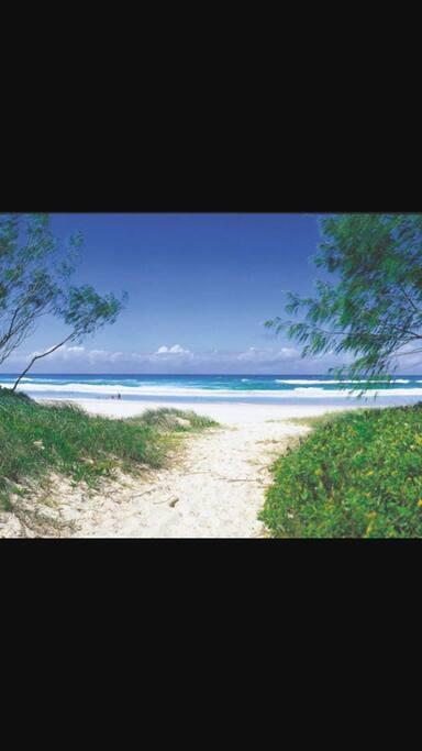 10 minute walk to quiet Idyllic beach