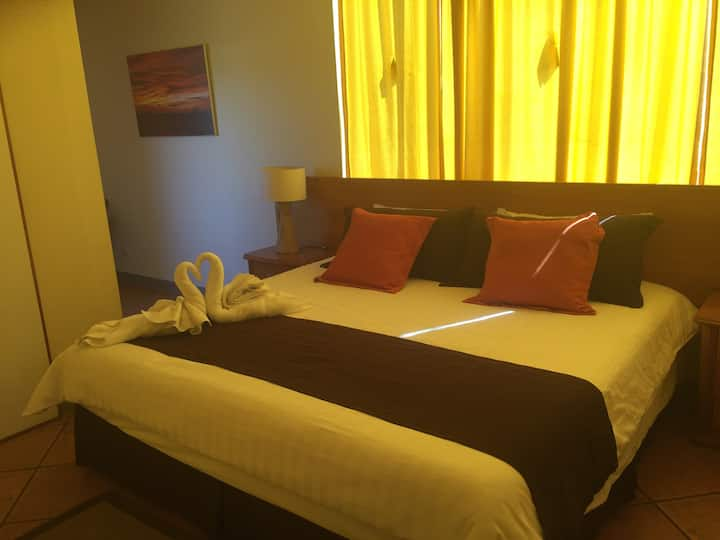 Galapagos Spacious two bedroom with balcony