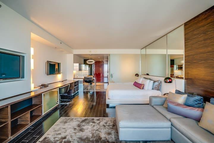 Palms Place - High Floor - VIEWS - Balcony