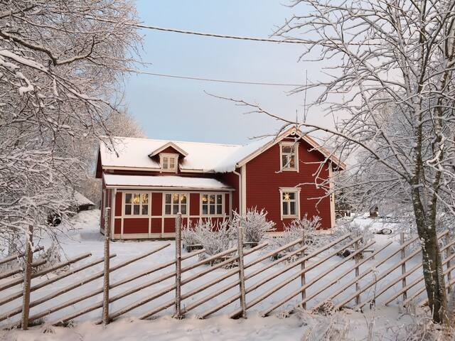 A log house 142 m2 near nature - Lumijoki - Hus