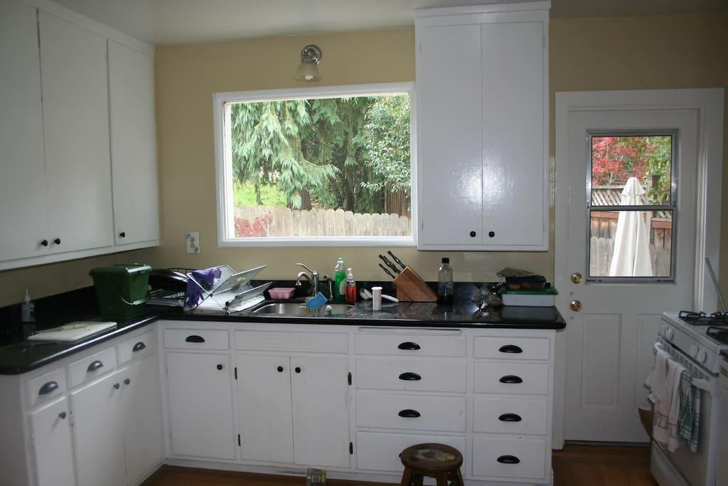 kitchen sink and granite countertops