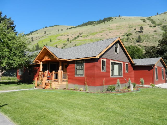 Comfort, Style, and Location! - Missoula - House