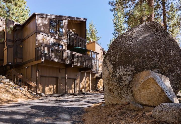 Ultimate Cabin Getaway: HotTub,  Pool Access, Hulu