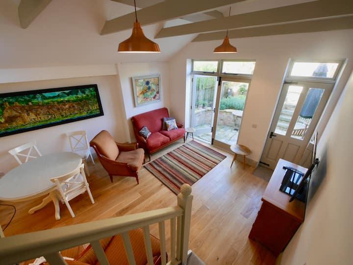 Dove Cottage - Beautiful historic artist's cottage