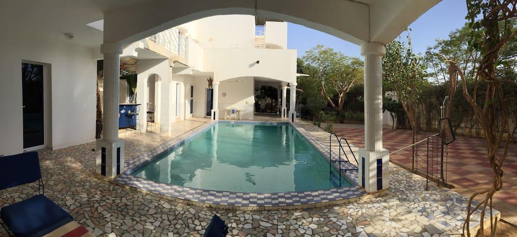 villa luxe 5*, piscine, jacuz, personnel,sécu, 4x4 - Saly - Villa
