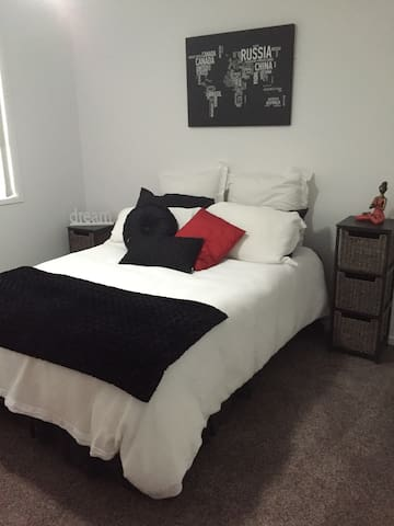 Comfortable , clean, 2 rooms if needed - Strathpine - Apartament