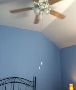 Private clean room in an upscale neighborhood - Mansfield - House