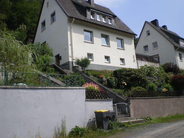 Ferienwohnung, Monteurwohnung, Wohnung auf Zeit - Altena - Apartment