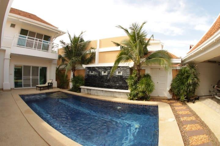 Luxurious 4 bedroom Pool Villa