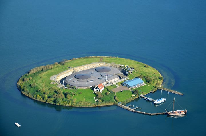 Fort Pampus island