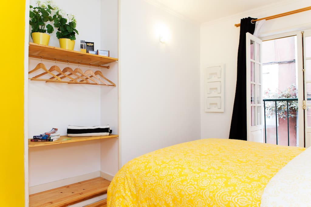 Studio with double bed and guest hanging closet