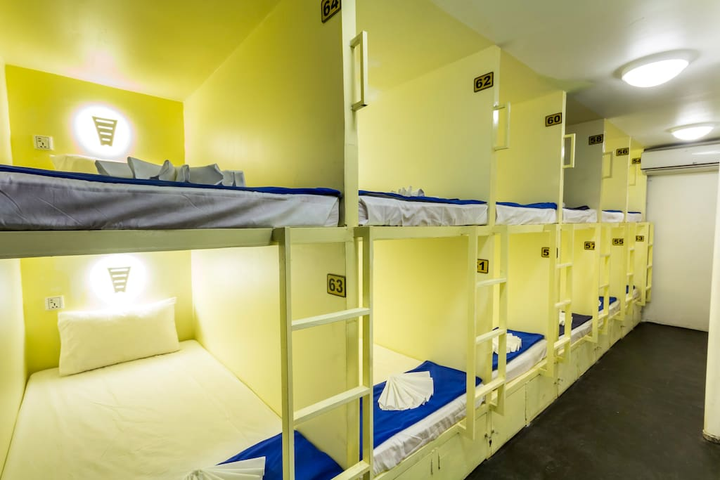 12 beds dormitory with capsules styles