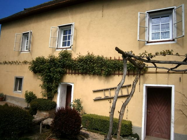 Pleasant atmosphere within the ancient walls - Emmersdorf an der Donau - Casa