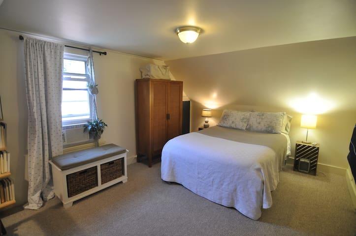 Guest Room/Walkable Deering Center/Baxter Pines