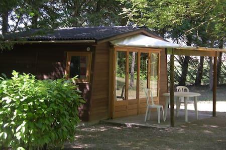 Cabane insolite pour 4 personnes - Vendoire