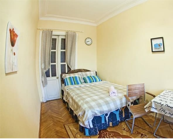 A bed in a cozy apartment - Sankt Petersburg - Bed & Breakfast