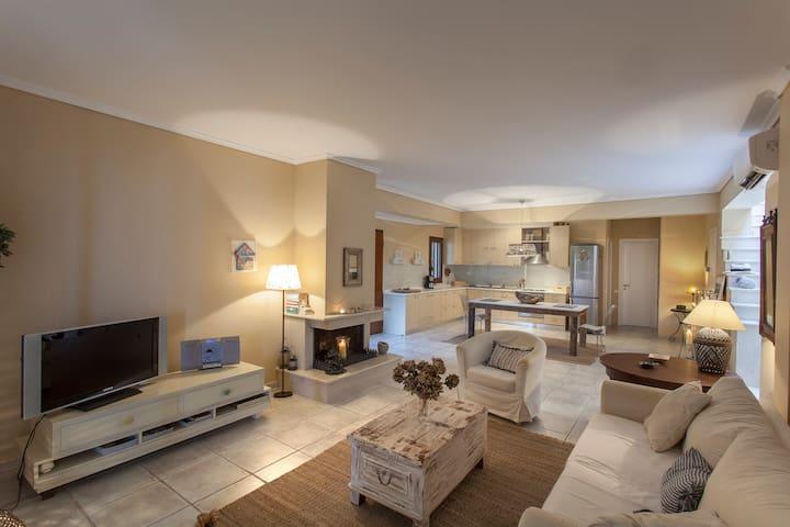 Aesthetic Lux pool Villa in Afytos - Afytos - Villa
