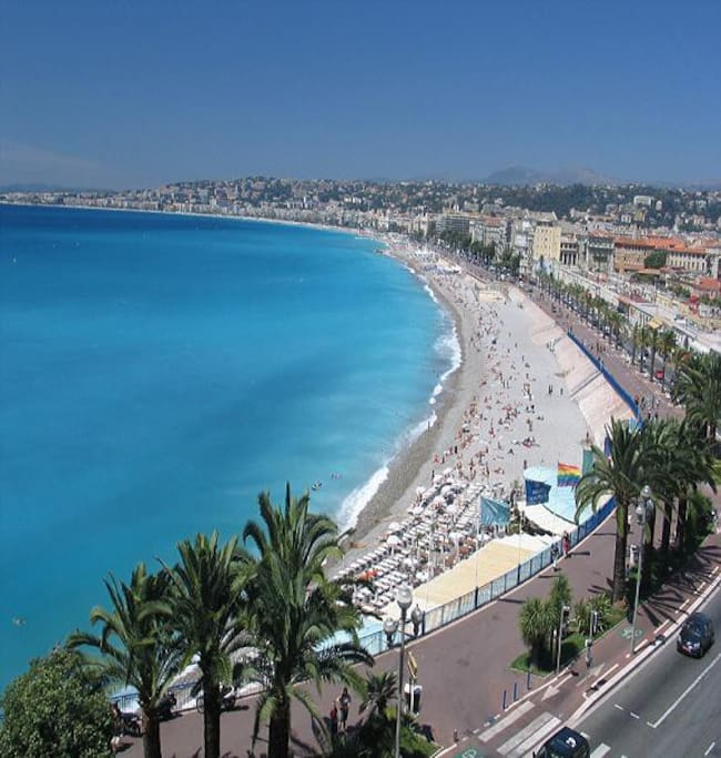 Promenade des anglais (10 m by foot from the house)