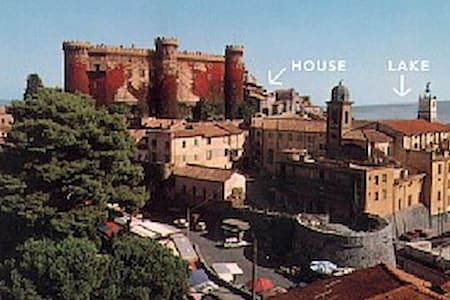 Historic apt. with easy access Rome