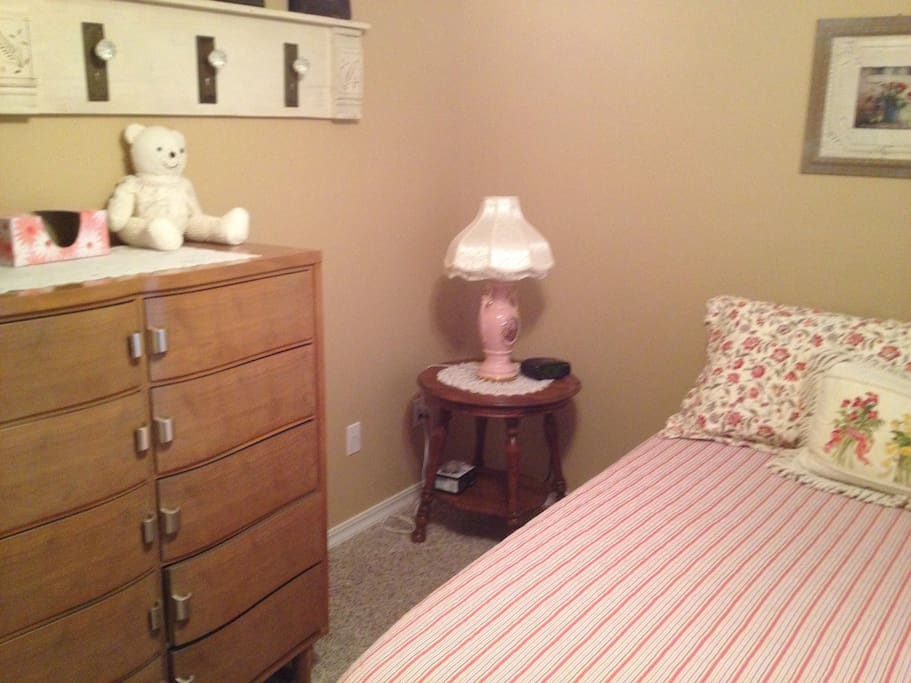 Night table and chest of drawers.
