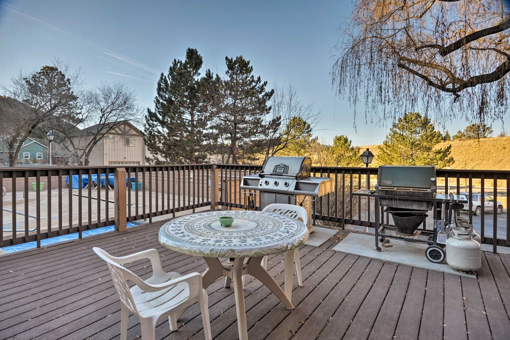 There's a community grilling area near the pool and hot tub - great for afternoon BBQs.