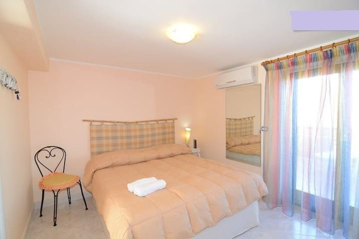 [Etna] cheap apartment near sea, big terrace - Acireale