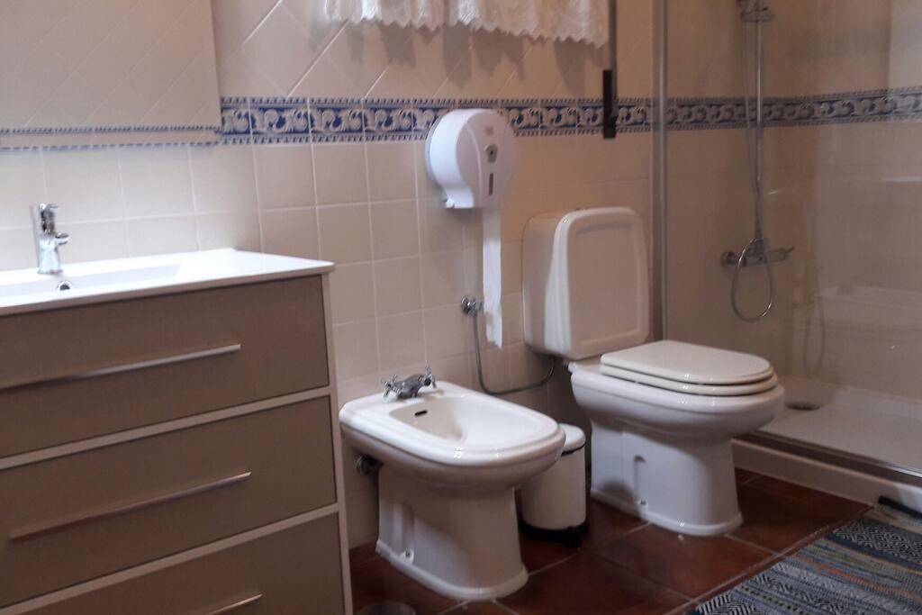 banho privado fora do quarto.