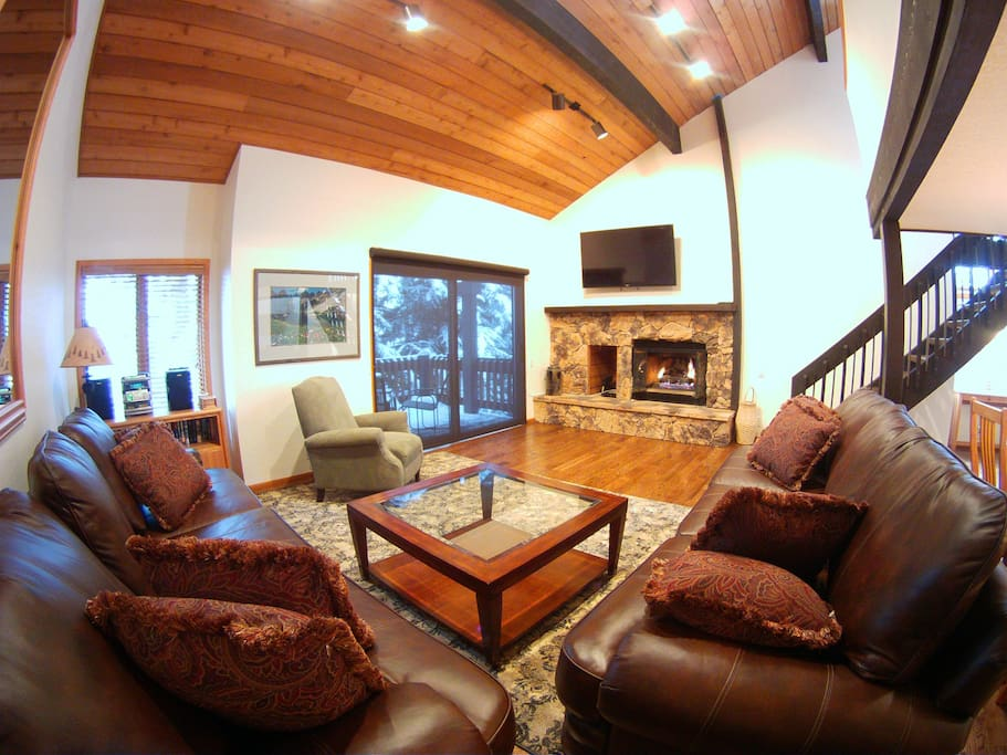 Large living room with plenty of room for everyone to relax