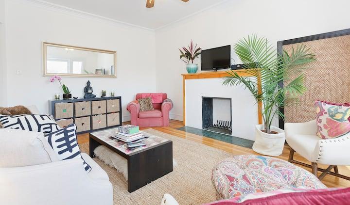 Spacious Stylish One Bedroom Apt In HydePark