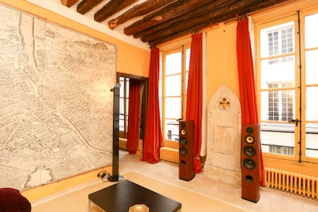 Lovely flat in le Marais 50 square meters