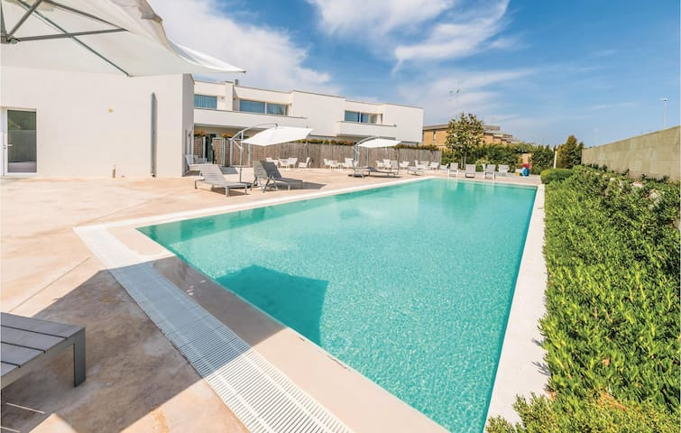 Holiday apartment with 2 bedrooms on 51 m² in San Cataldo -LE-