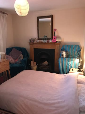 Double bed free parking