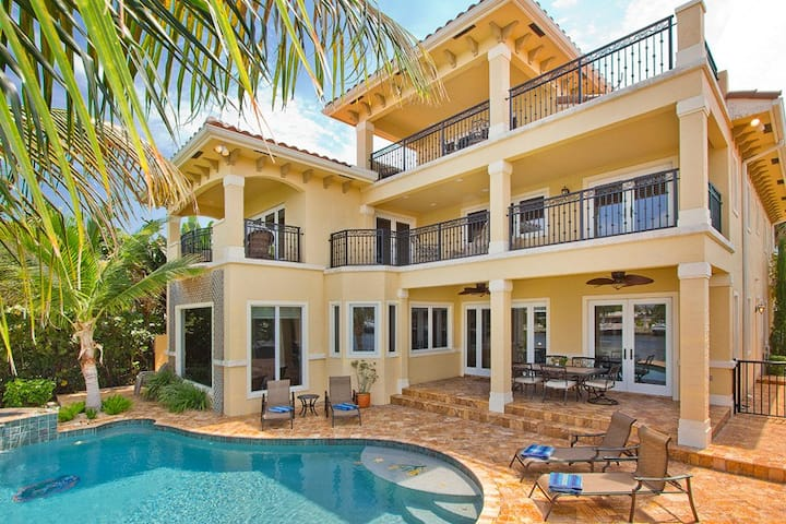 INTRACOASTAL MANSION, Pool, Hot Tub, Paddle Boards